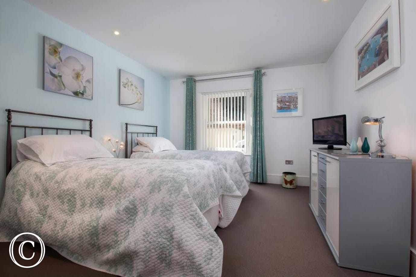 Second twin bedroom with wardrobes & TV/DVD