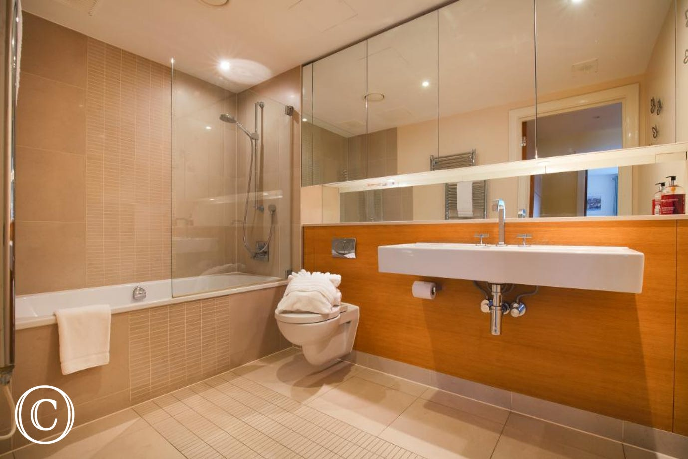 Spacious family bathroom opposite the 2nd twin bedroom
