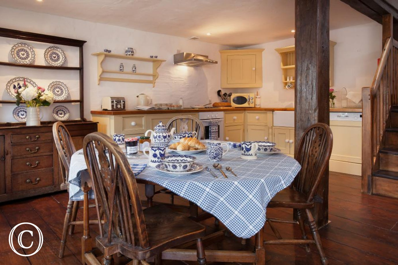 Traditional Country Kitchen with Family Dining Area