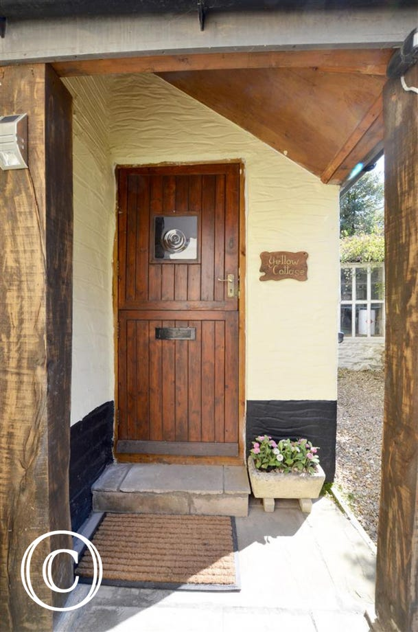 Yellow Cottage is located in a tucked away position right in the heart of the village of Croyde