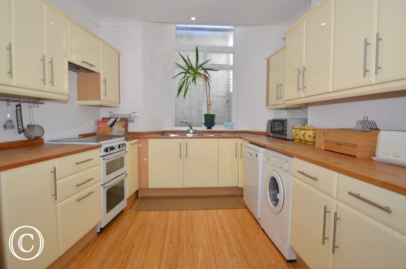 Kitchen: Gas cooker with a 4 ring hob, dishwasher, fridge/freezer, washing machine, kettle and toaster.