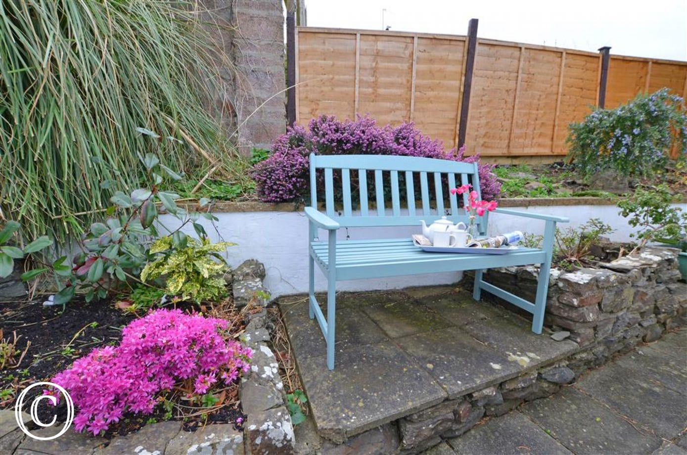 A quiet spot in the garden, ideal for reading the morning newspaper or a good book