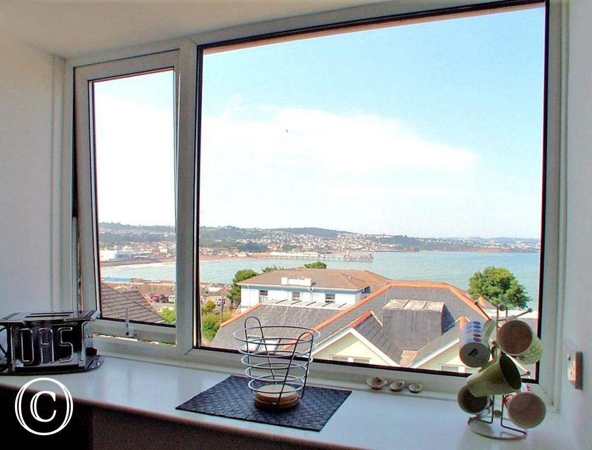 Stanley Apt 1 Paignton - Sea views to Paignton Sands from the Kitchen