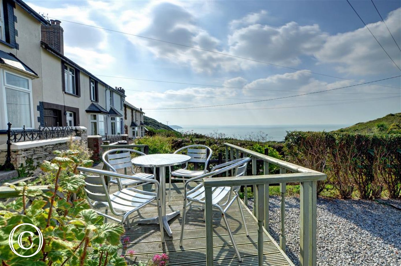 Seaview Cottage is close to the coastal path and just a few minutes walk from the pretty village centre