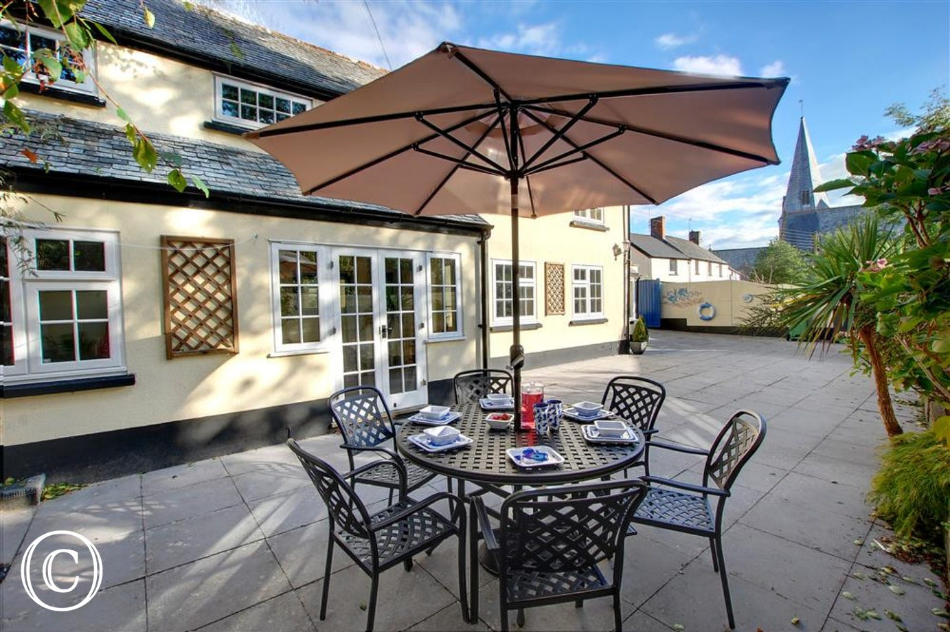 Enjoy al fresco meals together in the courtyard