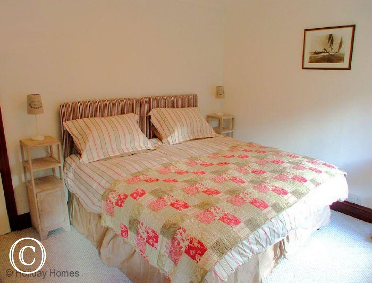 The Chestnuts Galmpton - Bright Double Bedroom