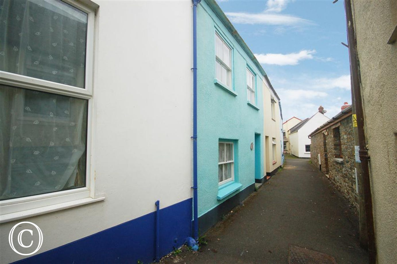 This former sailmakers cottage is in a quiet alleyway.
