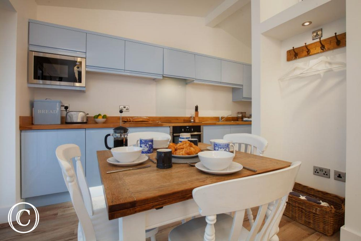 Hygge House, Shaldon - Kitchen area with dining table
