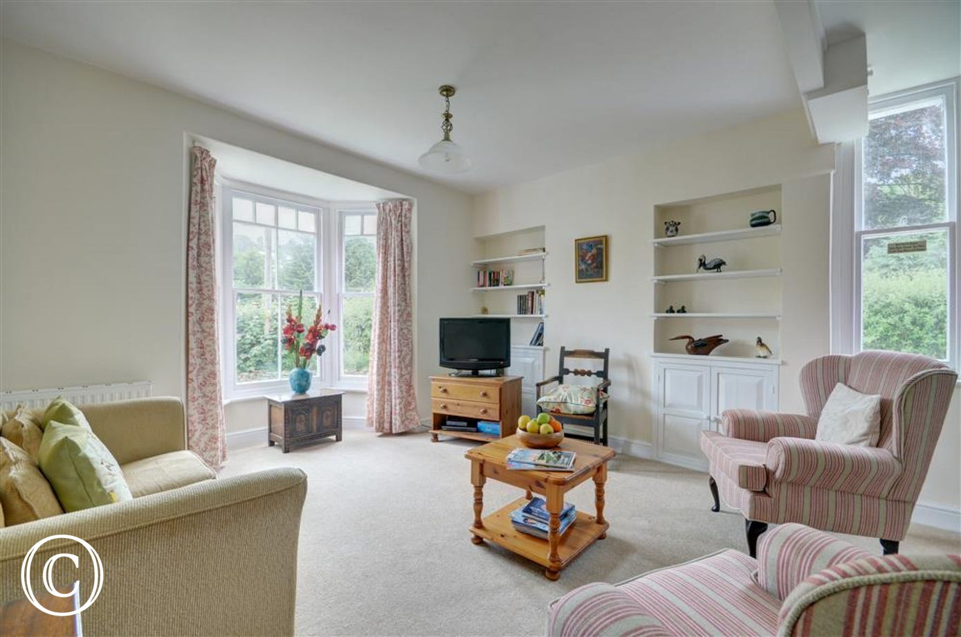 Generous sized sitting room with bay window