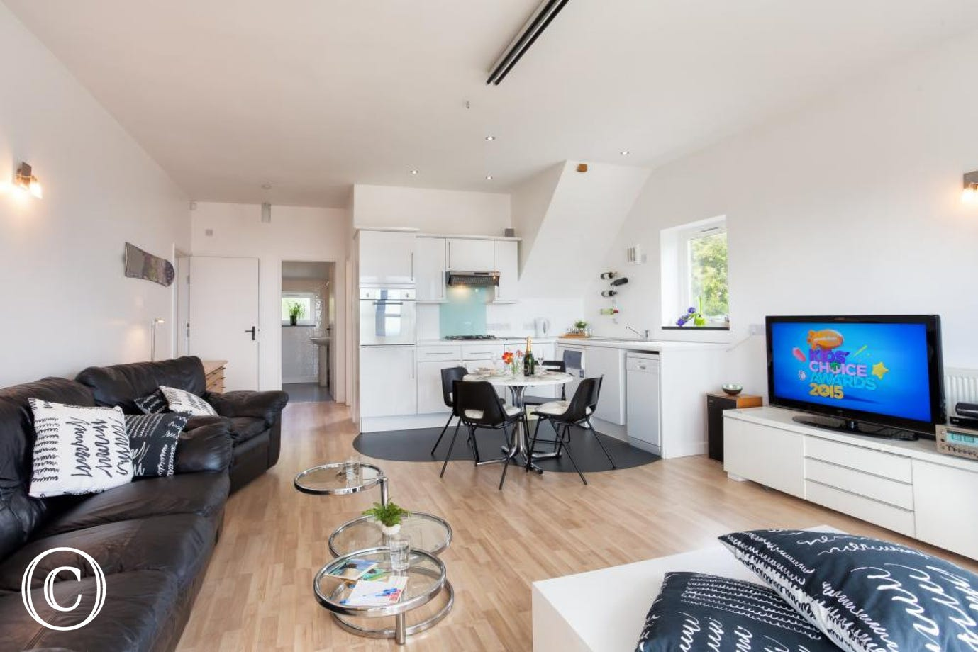 Relaxing Seaside Holiday Apartment in Torquay with a bright, spacious and homely feel