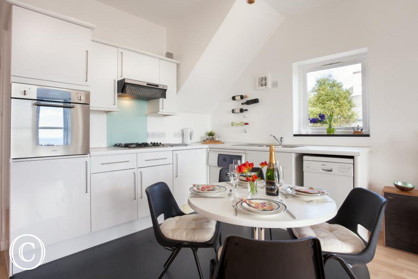 Modern, Well-Equipped Holiday Apartment in Torquay, Torbay with Kitchen Diner