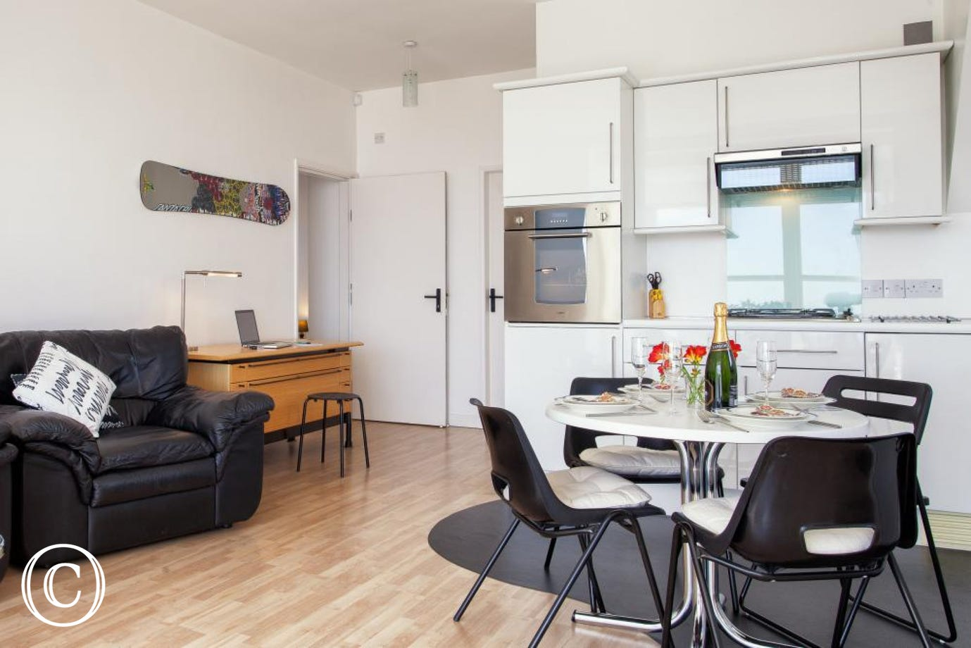 Modern Self-Catering Breaks in The English Riviera at Ben's Place Apartment in Torquay