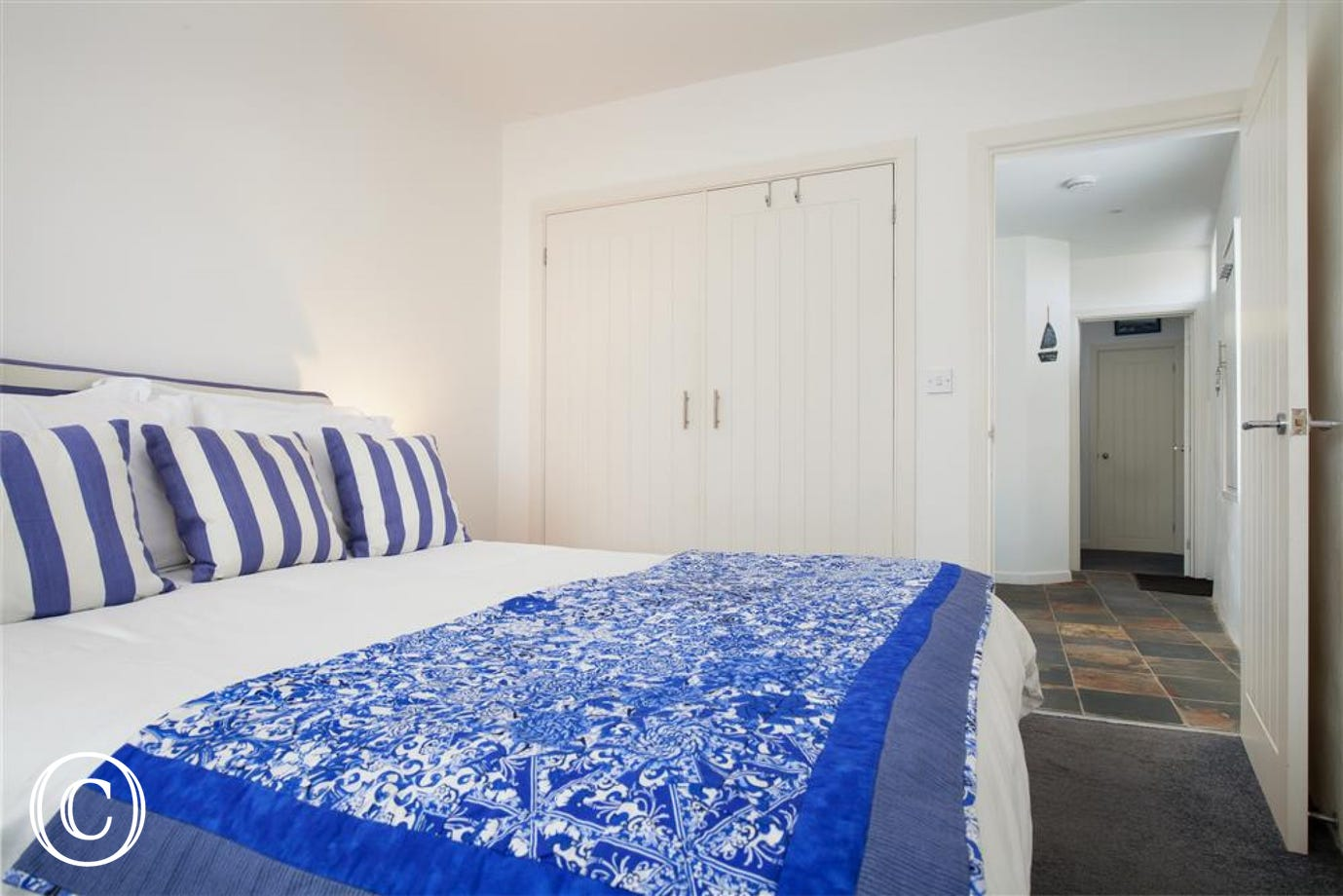 Oyster Cottage, Shaldon - Master bedroom (view 2)