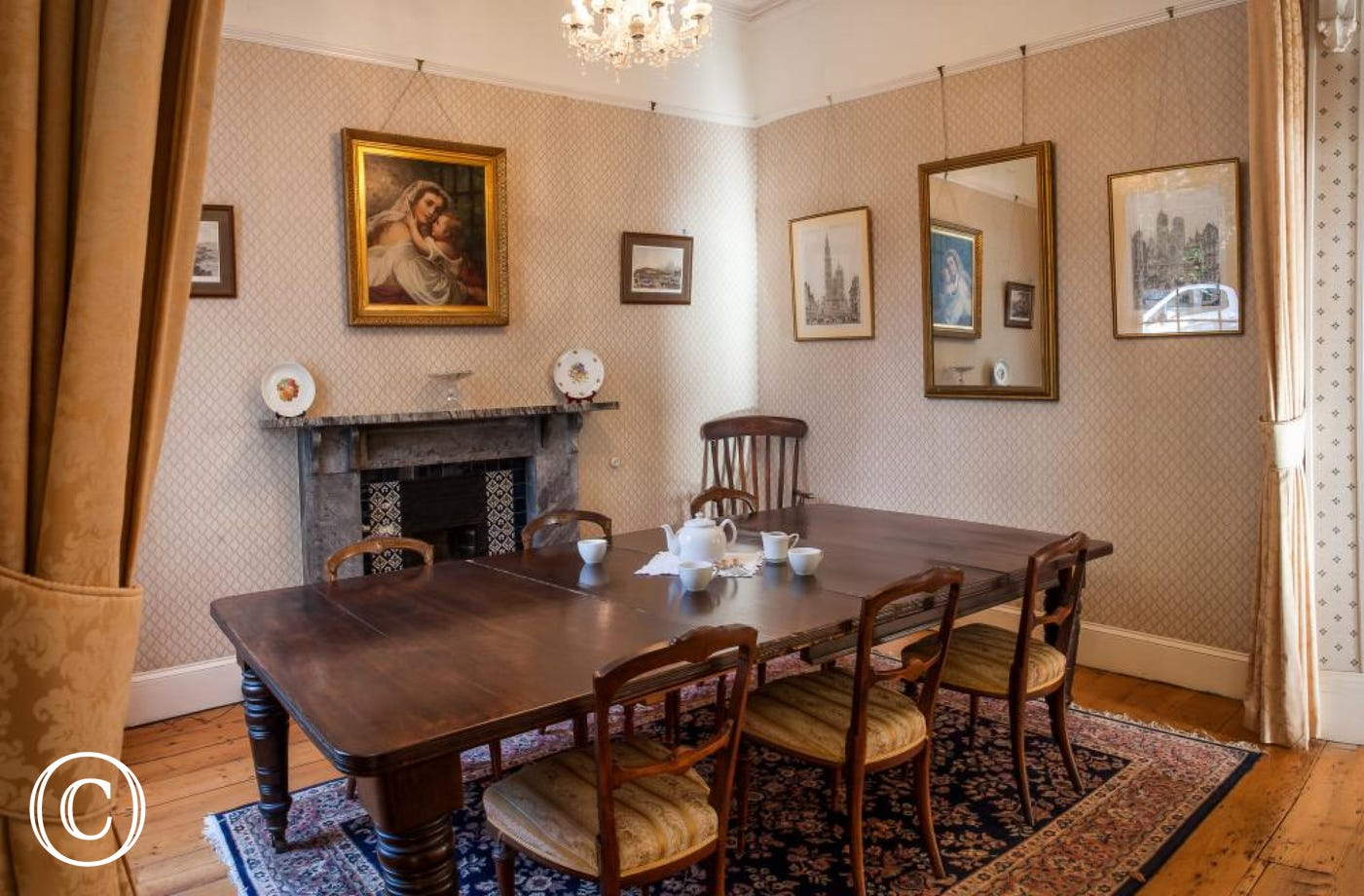 Longcroft House, Torquay - Elegant dining room table
