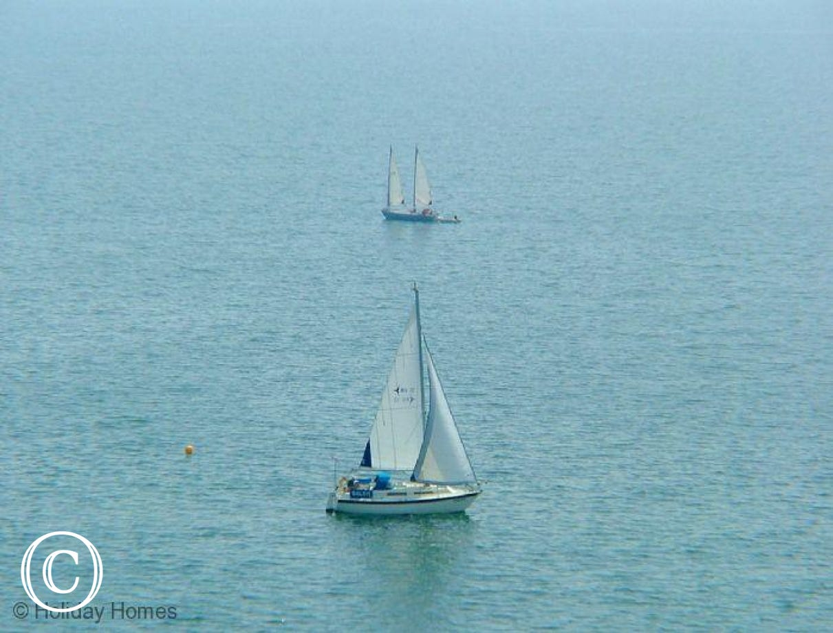 Rockstone Holiday Apartment Dawlish  - watch the Yachts pass by the apartment