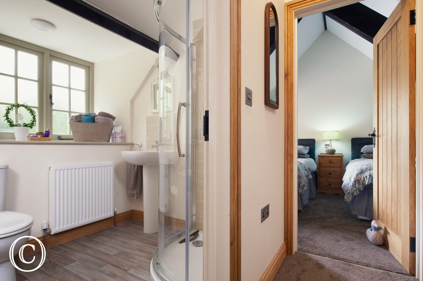 Spacious Cottage with Stylish Bathroom and Two Bedrooms