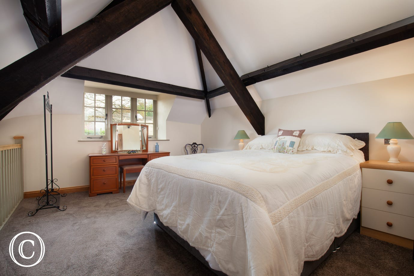Spacious master-bedroom in Mill Cottage, Self-Catering Cottage in Cockington, Torquay