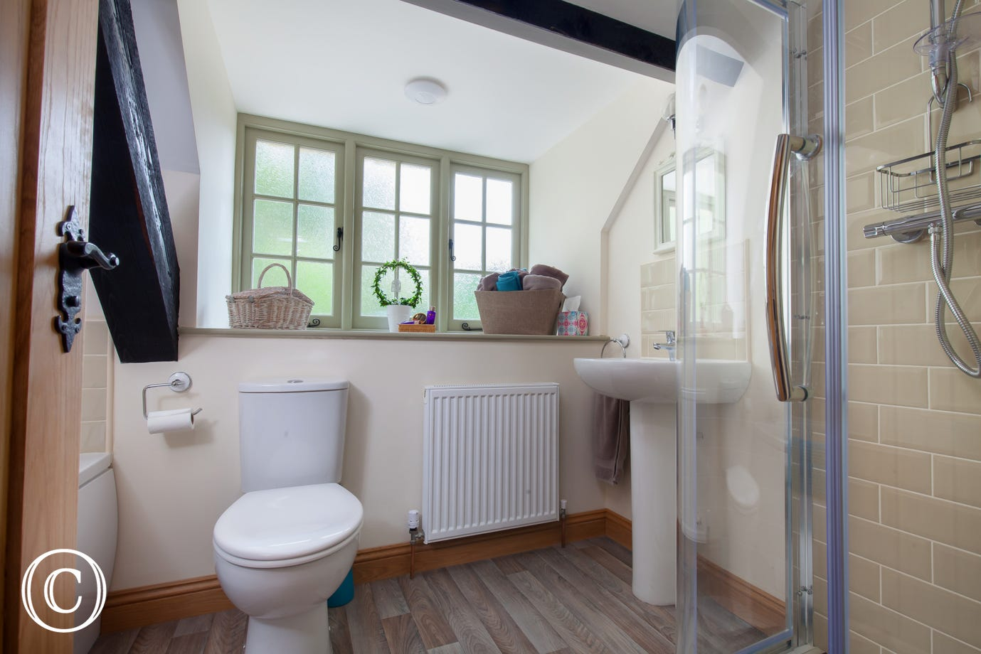 Spacious Shared Family Bathroom in Torquay Self-Catering Cottage