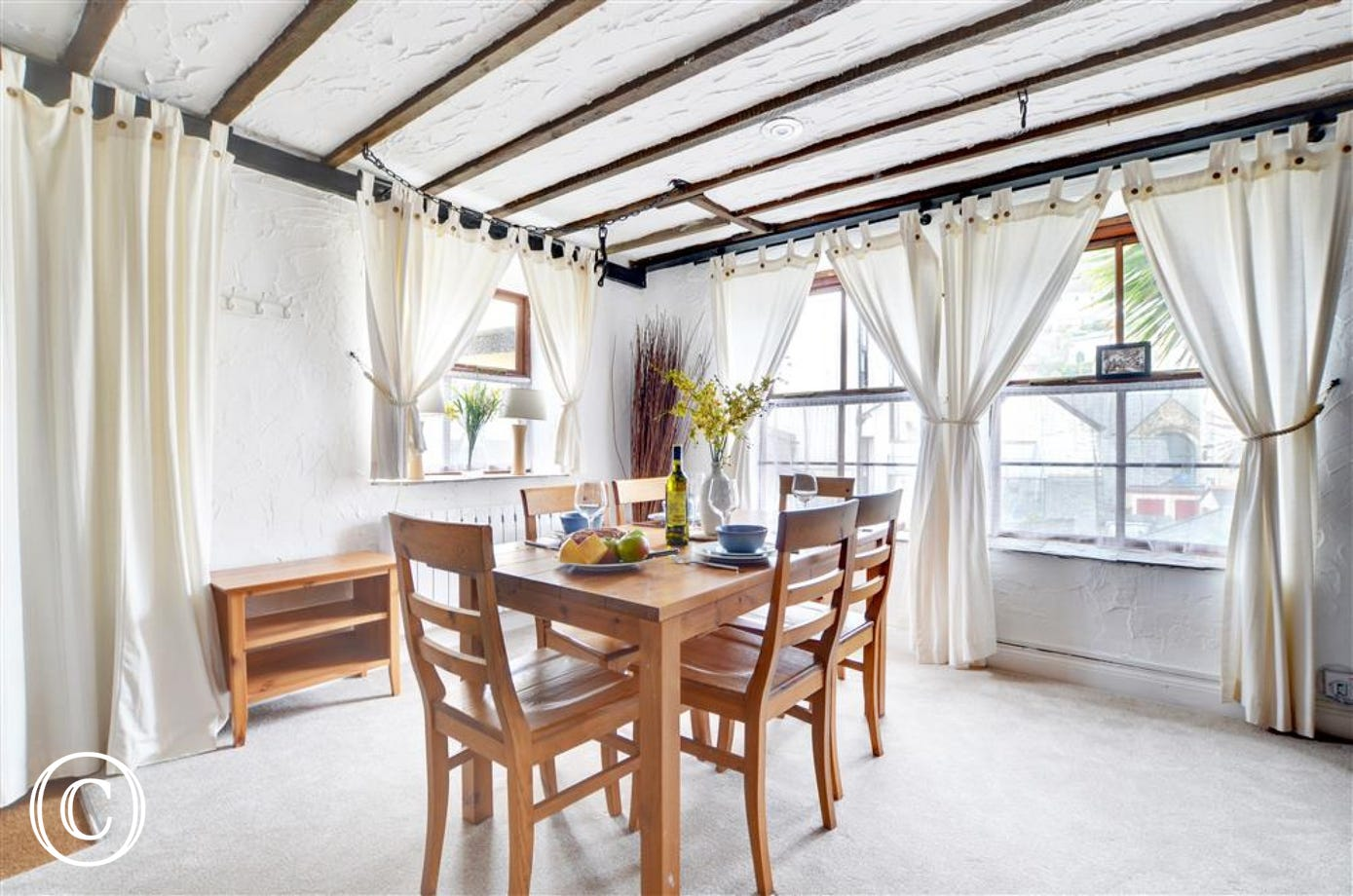 Lovely dining area, ideal for leisurely meals overlooking the rooftops of Lynton.