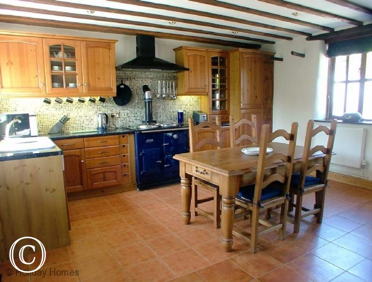 Luccombe Barn Holiday Cottage - Farmhouse Kitchen