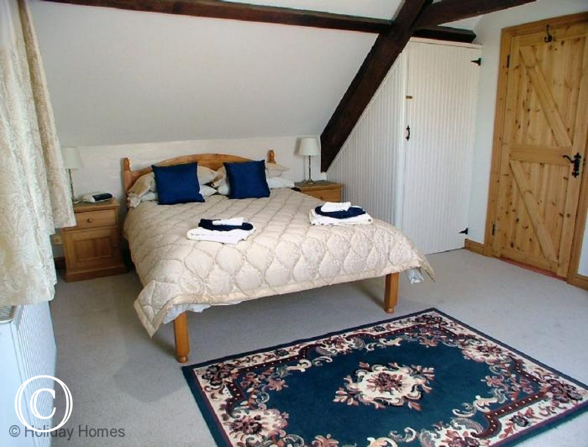 Luccombe Barn Holiday Cottage - Double Bedroom
