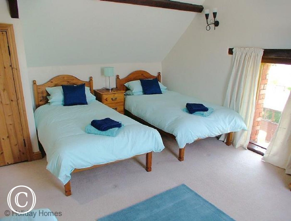 Luccombe Barn Holiday Cottage - Triple Bedroom