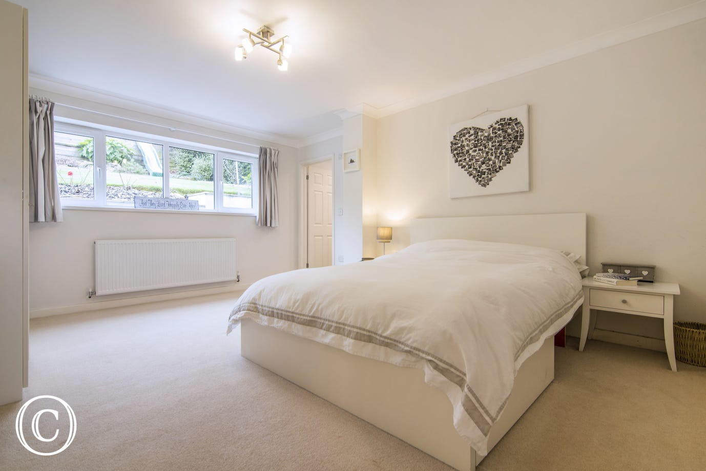 Spacious master en-suite bedroom with over-sized king size bed