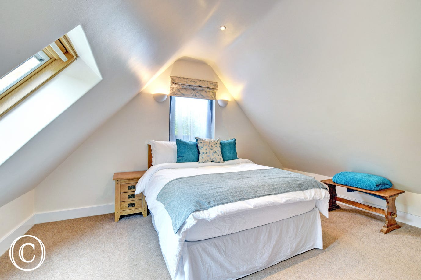 Southills Cottage, Cornworthy - Bedroom - view 1