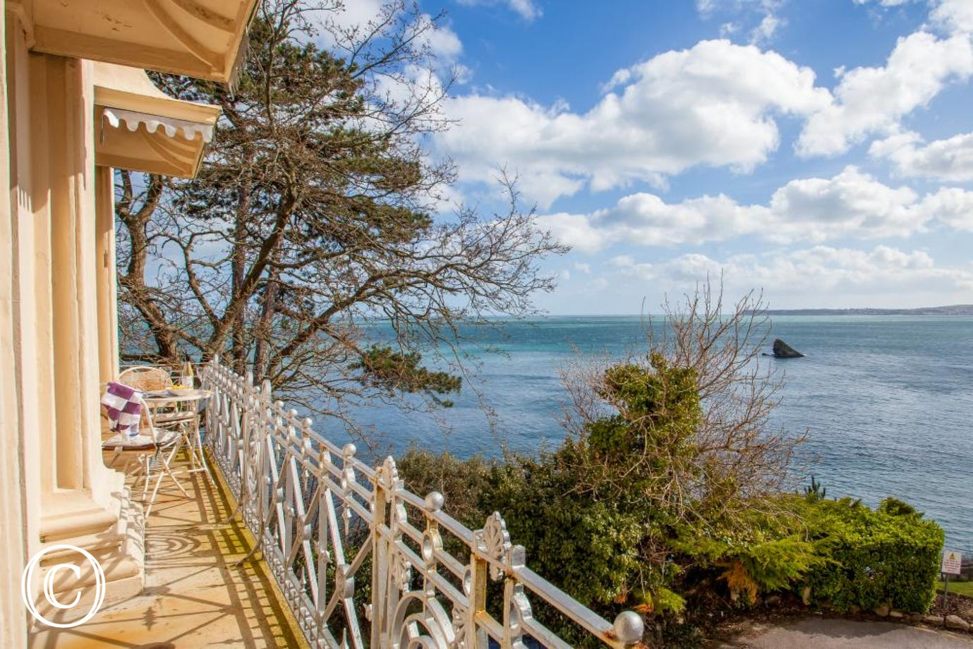 torquay apartment to rent with beautiful sea view balcony. situated in Hesketh Crescent
