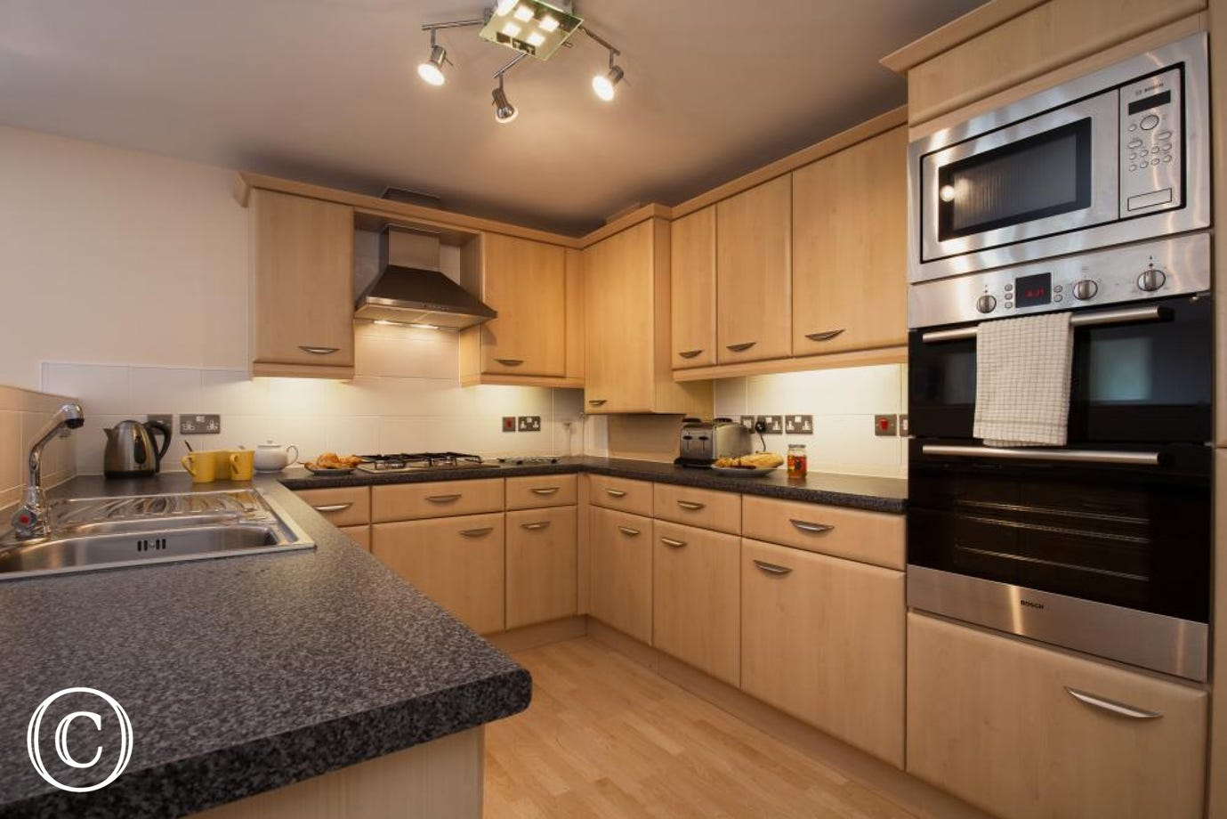 Dawlish Self-Catering Holiday Apartment - Fully Equipped Kitchen, perfect for Preparing Family Meals