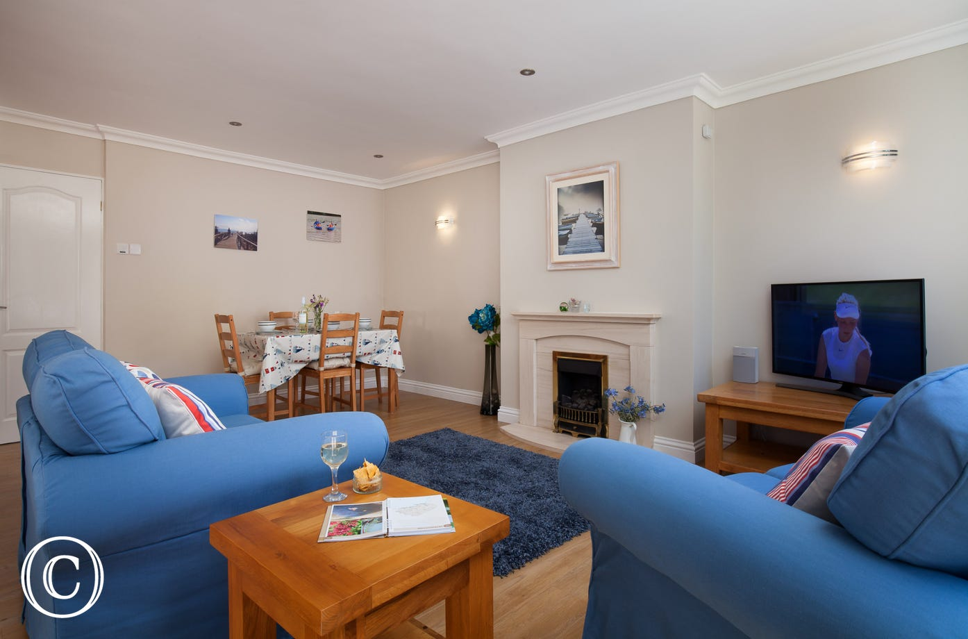 spacious living dining room in Stoke Gabriel holiday cottage
