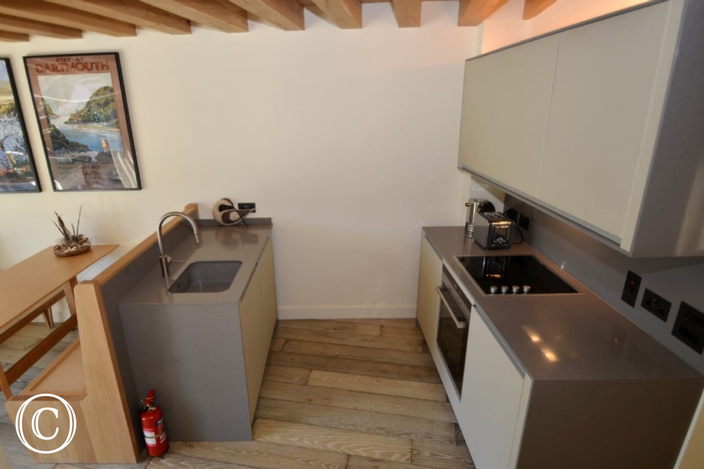 A modern, stylish well equipped kitchen with a Siemens electric oven and hob , built in fridge, Dualit kettle and toaster.