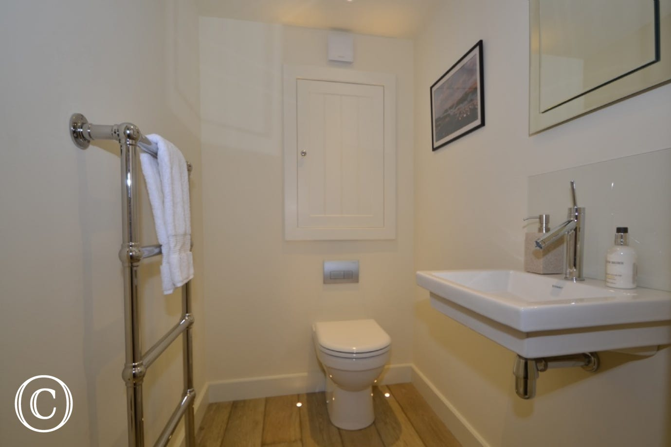 Bathroom at The Edge in Kingswear
