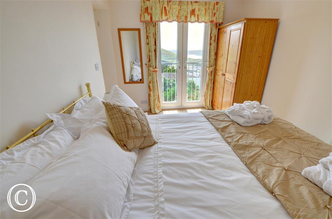 Bedroom with kingsize bed and 'Romeo & Juliette' sytle balcony with fabulous views.