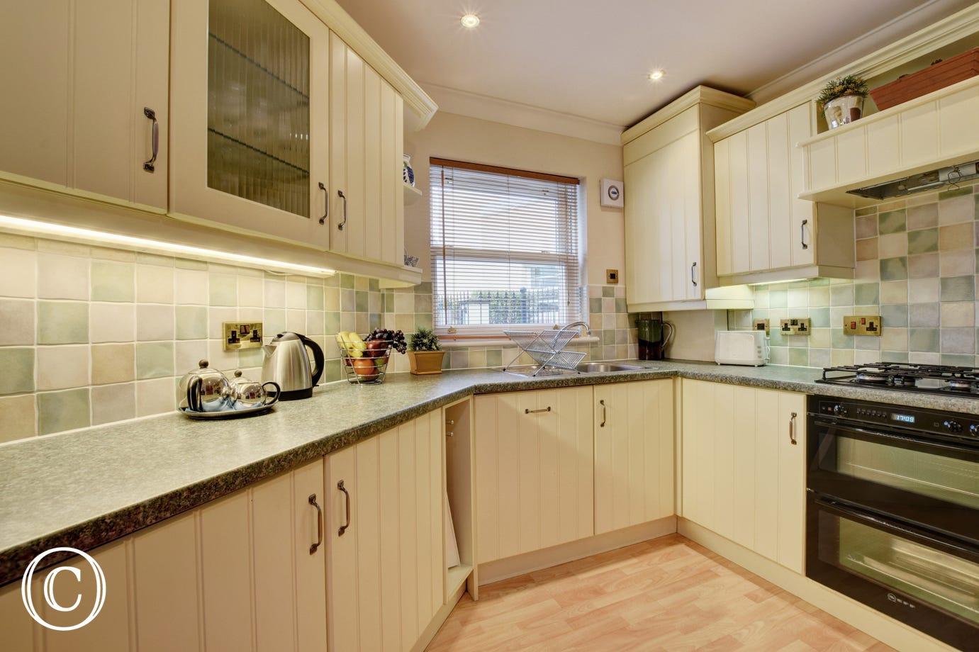 Sunnyhill Mews Holiday Cottage Torquay - Fully Fitted Kitchen