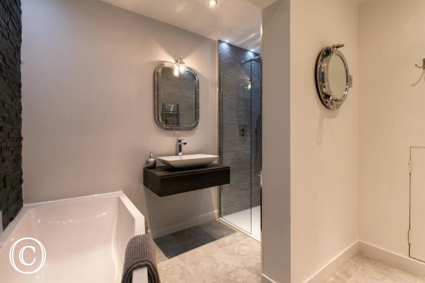 Luxury Bathroom in Luxury Couples Self-Catering Holiday Apartment in Torbay Coast