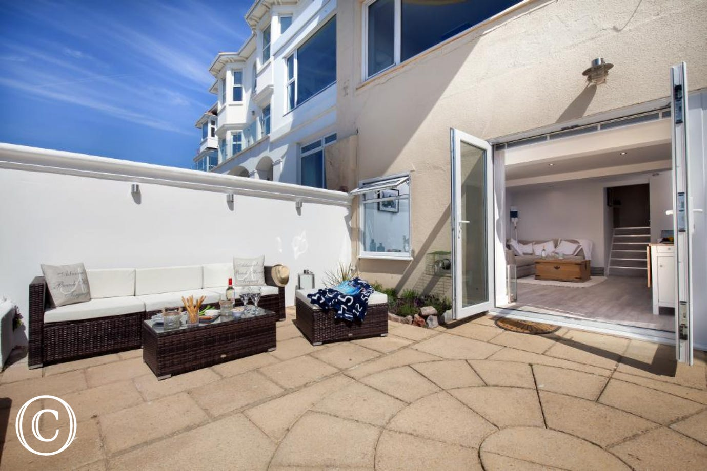 Sunny Self-Catering Holiday Apartment in Torquay, Perfect for Torbay Beach Holidays