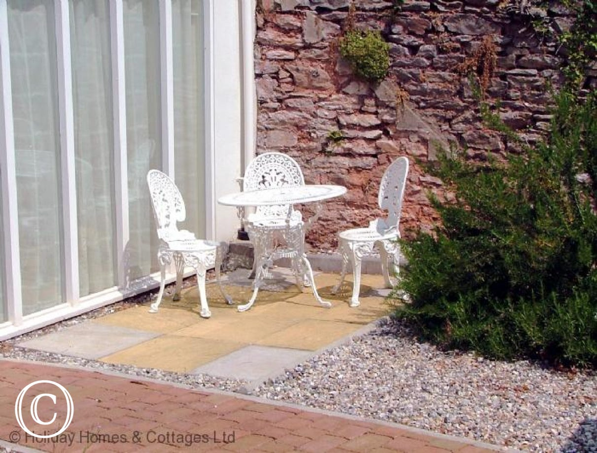 Sunnyhill Mews Holiday Cottage Torquay - Garden Seating