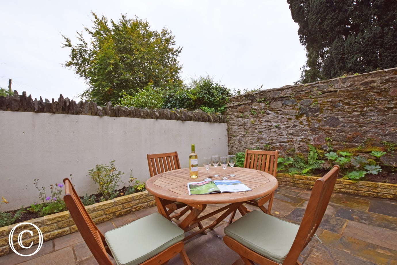 Wild Rose Cottage, Asprington - Patio area with bistro tables