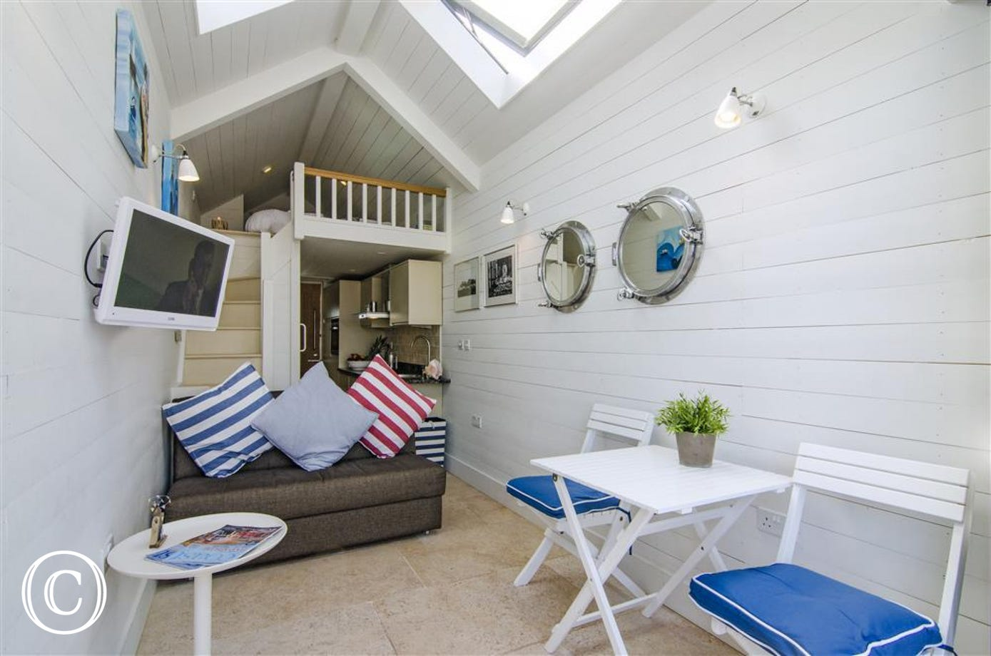 Light, bright beach hut with under floor heating!