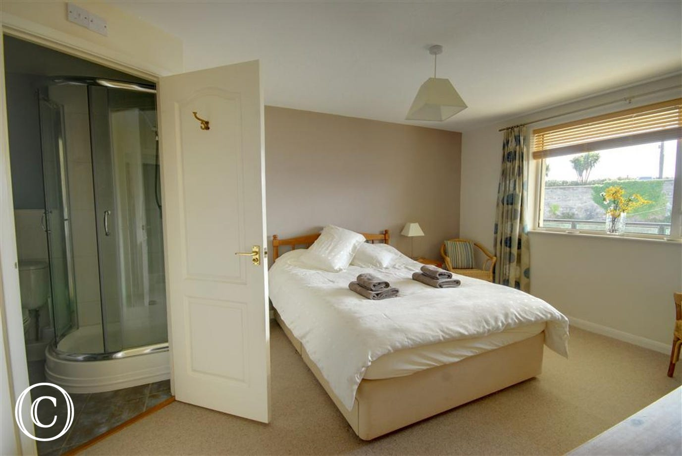 The double bedroom benefits from an ensuite bathroom.