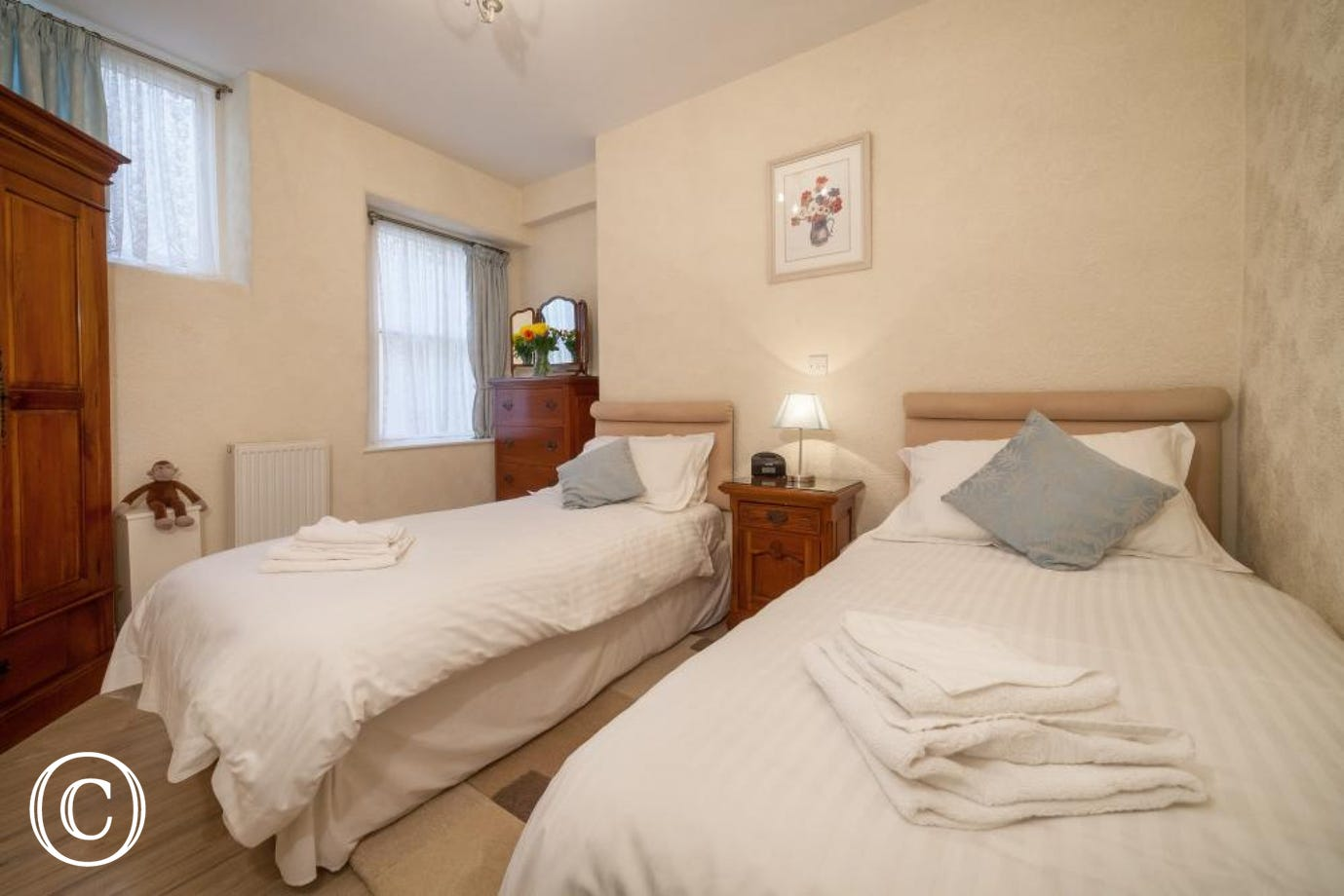 Meadfoot Beach Apartment, Torquay - Twin bedroom
