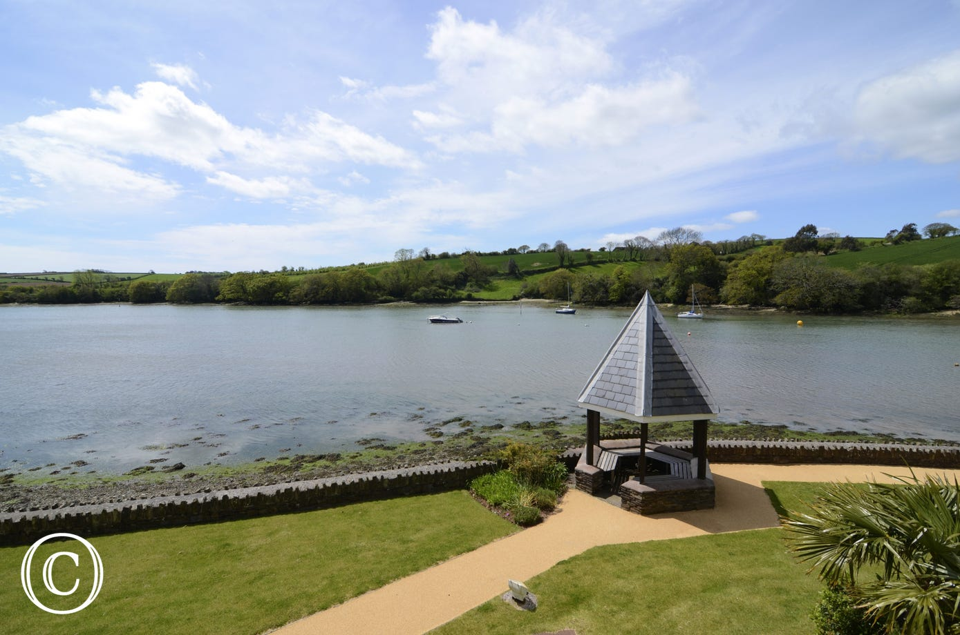 amazing water views and river views from the balcony in Kingsbridge Apartment 22 The Moorings