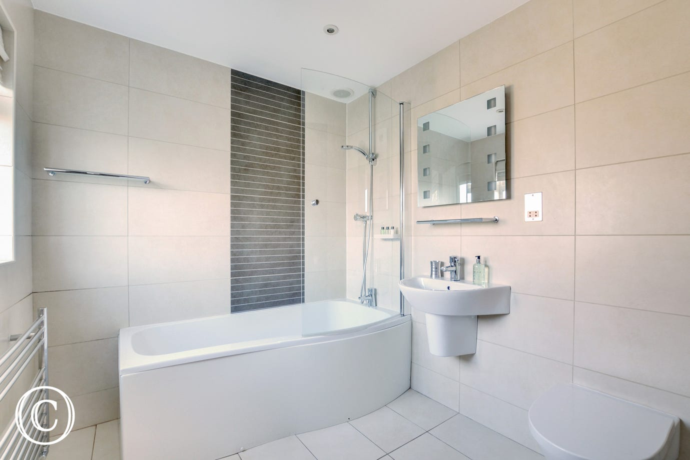 The spacious ensuite bathroom