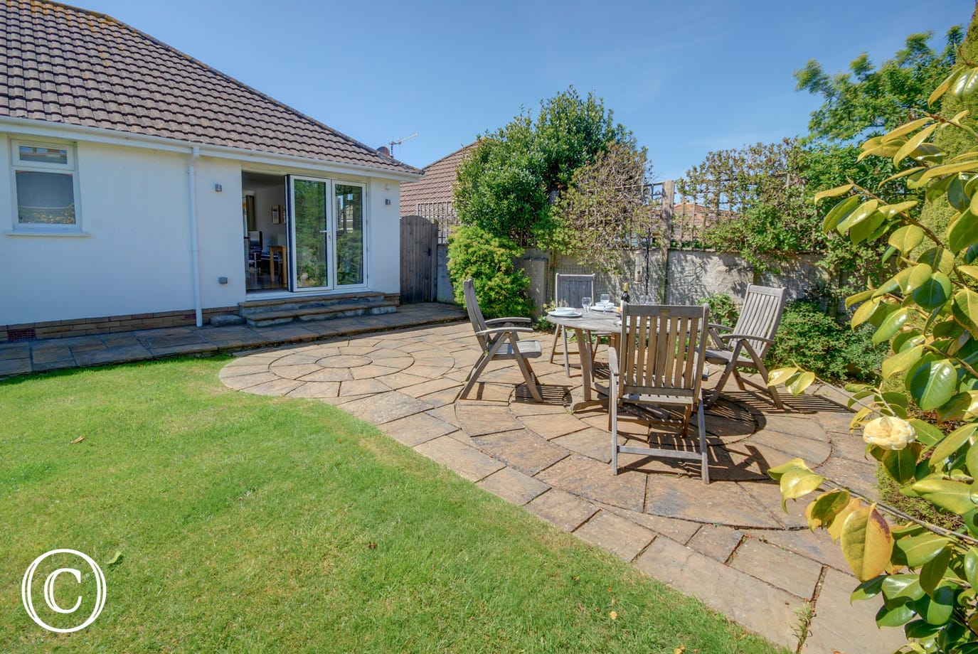 Lovely private garden with patio area for dining al fresco