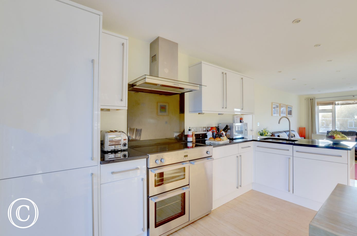 White gloss units and granite worktops in the kitchen