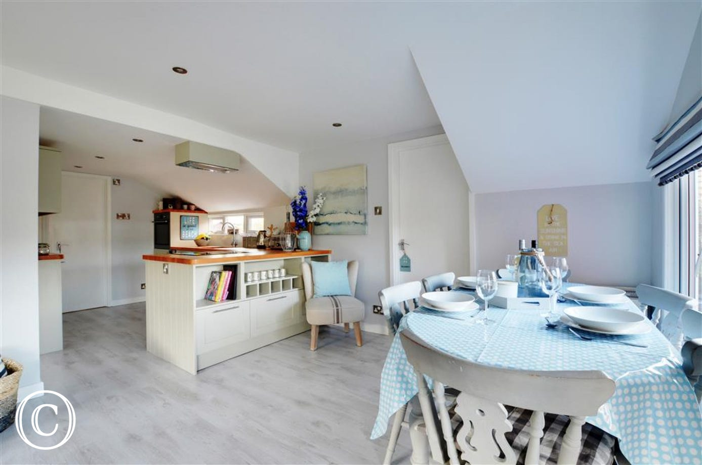 Lovely dining area and open plan kitchen