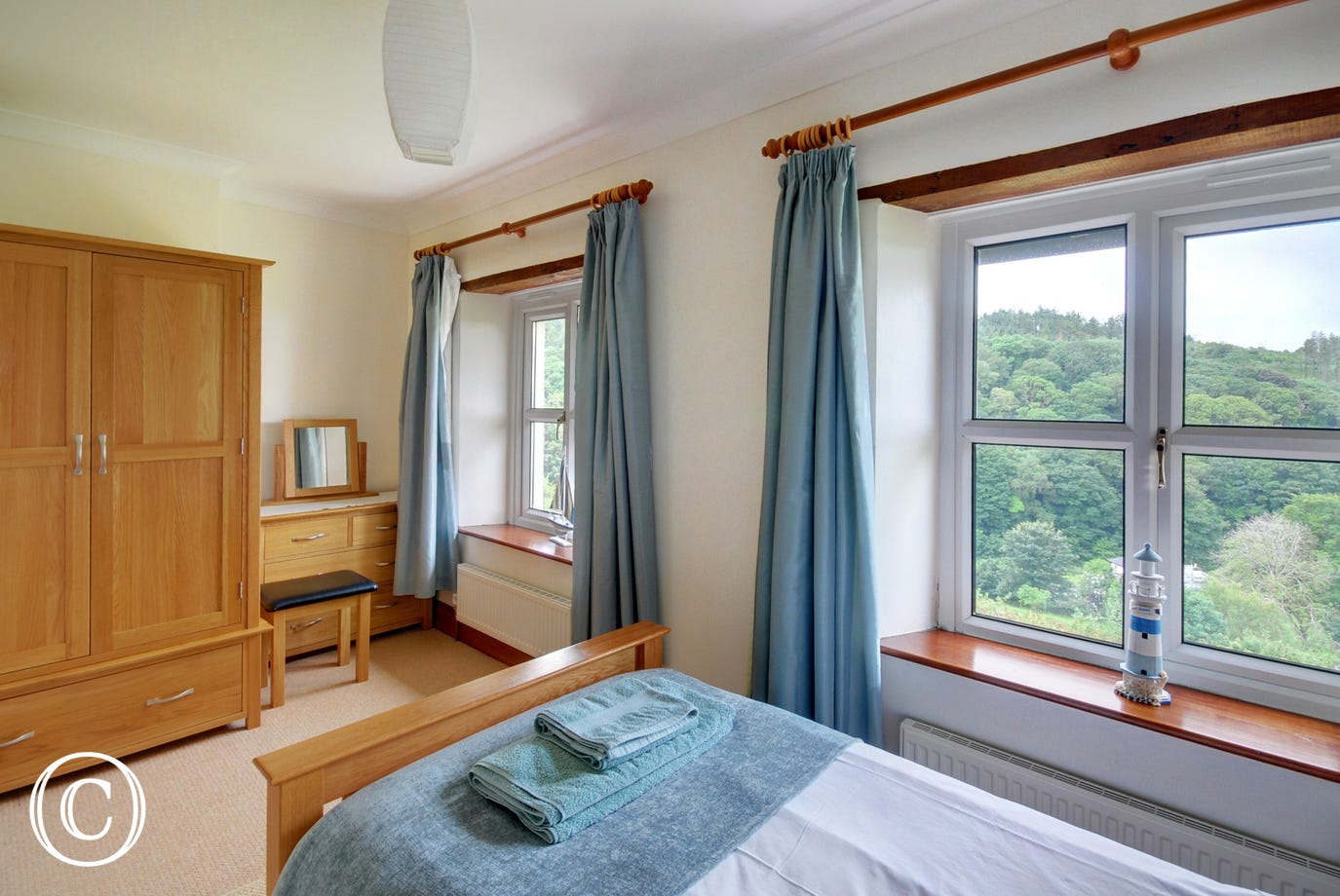 Comfortable twin bedroom with views!
