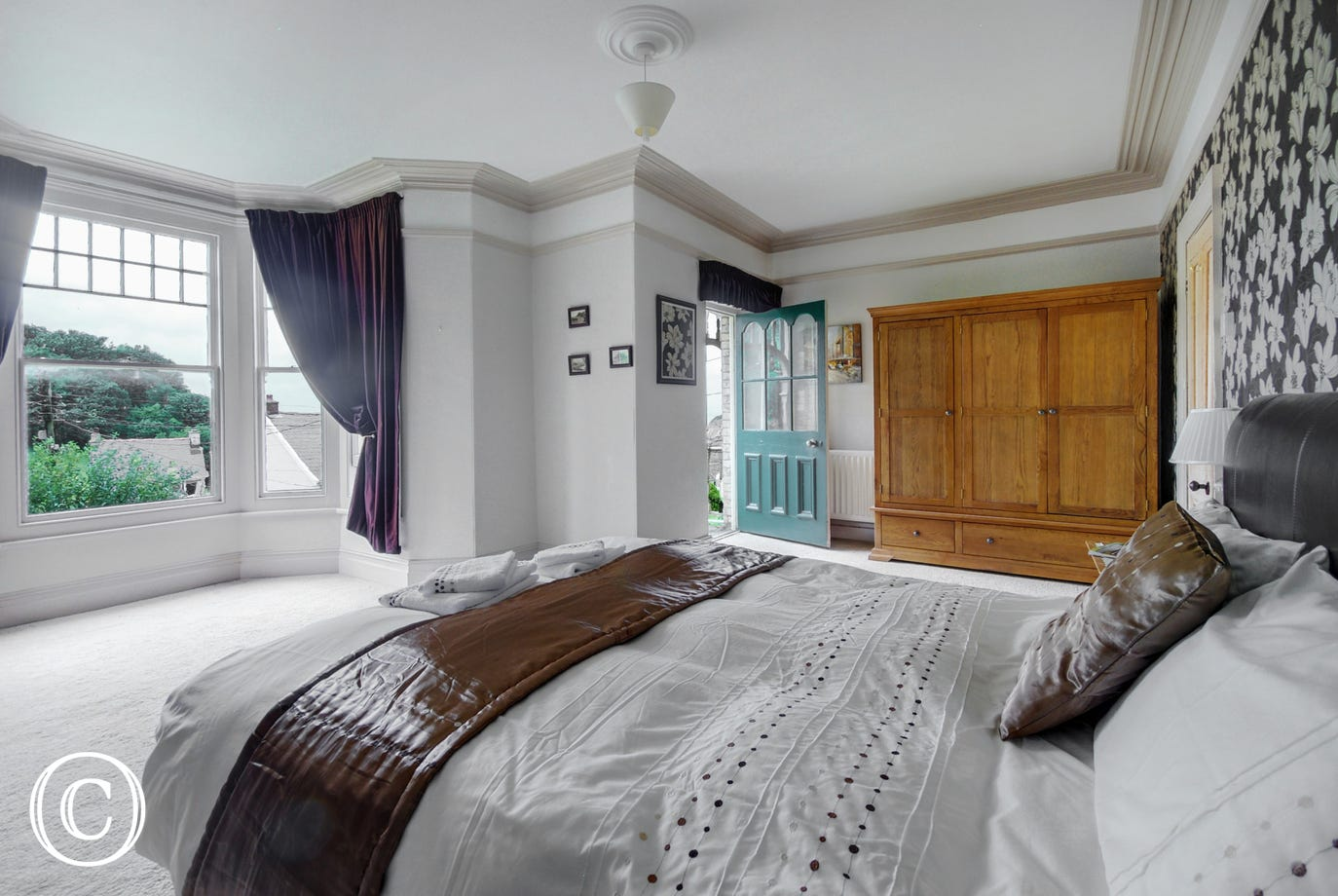 Large double bedroom with access to a balcony