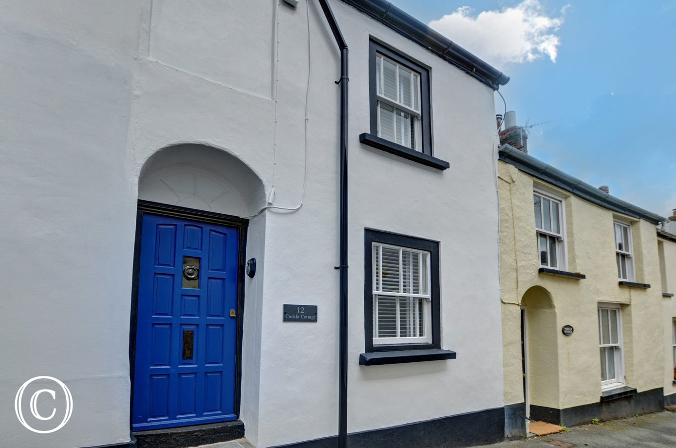 The cottage is less than a hundred yards from the quay and waterfront shops, pubs and restaurants